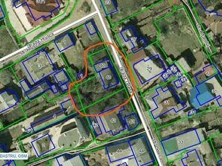 Vânzare teren zona Centru, lângă parc. Direct de la proprietar
