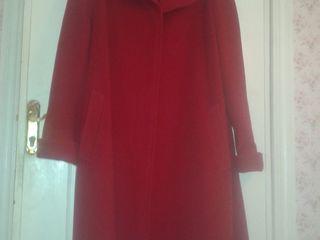 Пальто фирмы Christian Rome London, из мягкого кашемира, красивого красного цвета.