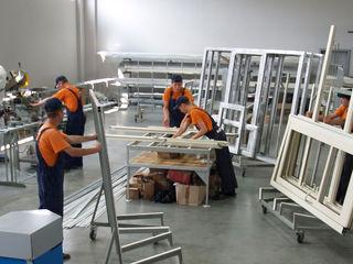 Spatii pentru producerea usi ferestre Цех для производства окна и двери