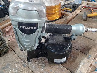 Se vinde pistoale pentru cuie pneumatice Bostich si Hitachi