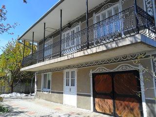 2-х этажный меблированный, с техникой дом в Дурлешть по ул. Дечебал. Цена: 69 900 евро.
