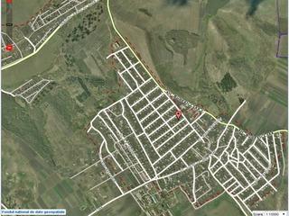 De vînzare: lot de teren sub construcţie 5 ari, toate comunicaţiile