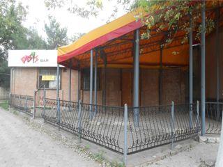 Magazin și cafenea/bar cu teren aferent în or. Ungheni
