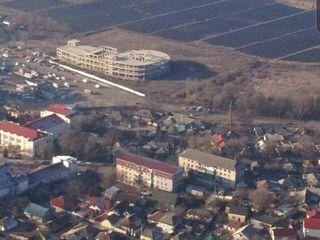 Orhei.Teren pentru construcție1.7 ha+centru comercial (construcție nefinisată)