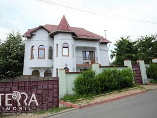 Rîșcani, str. Zamolxe, casa 3 nivele, 250 m2, Euroreparație