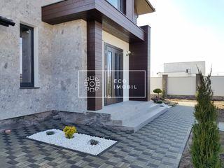 Vânzare, casă în 2 nivele, Poiana Domnească, 158900 € Negociabil !