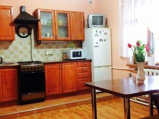 Дом в Садовом, Бельцы, автономка, сауна, гараж. все удобства.
