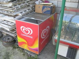 Продаю :      Барная стойка, двигатель от морозильника(-18 на 300 литров) - б/у, весы, холодильники