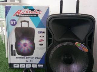 Boxa cu acumulator  , 2  Microfoane , Bluetooth, Usb, cu puterea de 300 W !!!  MADE IN UE !!!    Con