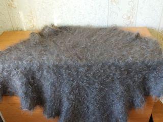 Серый пуховый платок
