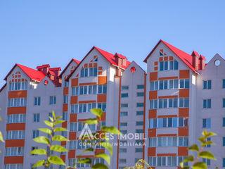 Penthouse în 2 niveluri! Centru, str. Ion Inculeț, 4 camere + living. Variantă albă!