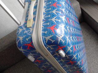 Se da in chirie valiza mare din plastic./  Чемодан в аренду.