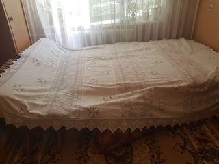 Se vinde asternut pentru dormitor Italian lucru de mana