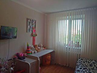 Продам 2-комнатную квартиру с раздельными комнатами. Этаж 3 из 5. Торг!