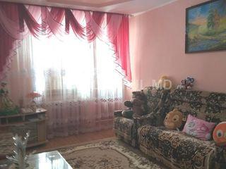 Продается  2-х комнатная квартира в районе 15 мк-на