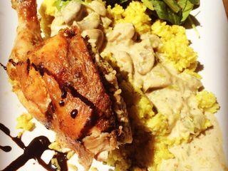 Business lunch    // pui umplut cu orez si de a supra sos de ciuperci