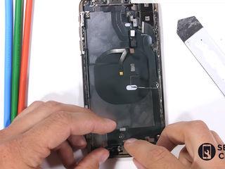 iPhone XR   nu se încarcă smartphone-ul? Înlocuiți conectorul!