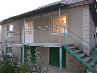 Casa in centrul satului truseni - vinde proprietarul .