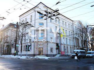 Сдаётся в аренду комплекс, Кишинев, Центр Б. Бодони эт. 2, 470 m2