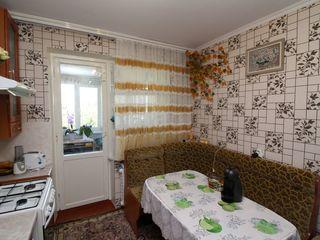 Petru Zadnipru. Apartament cu 4 camere. Ciocana. 100 de metri de la Mircea cel Batrin.