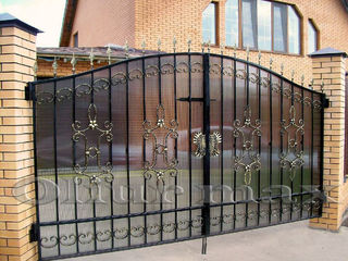Козырьки,заборы,  ворота, решётки, металлические двери  ,другие изделия из металла.