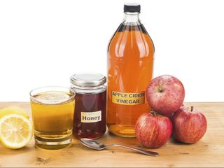 vind otet de mere natural de casa. 70 lei 0.5L. Oţetul de mere -o adevărată minune pentru sănătate.