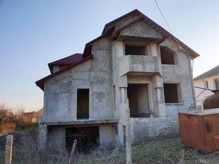 Ialoveni. Дом новый, 250 м2, 7 сот. Газ, вода, свет. Гараж, погреб