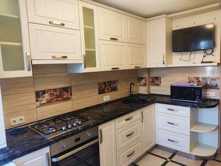 Se vinde apartament cu 3 odai, et.3/5, euroreparatie, bloc din piatra naturala de calcar. 48 000 €