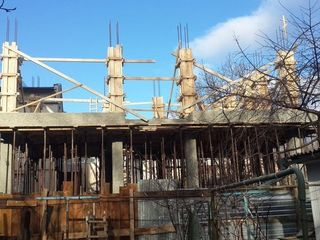 Centru A. Mateevici ,Constructie nefinalizata, teren privat 154 m2