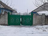 Vind case in centrul satului Hirtop-Mare