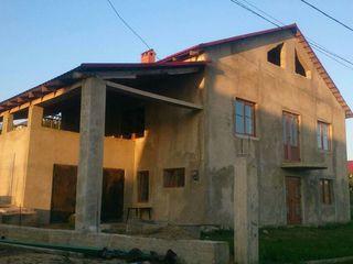 Cruzești. Se vinde o casă minunată cu 3 nivele cu suprafața 155 m.p. + terasă 29 m.p. + garaj...