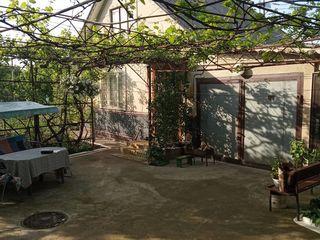 Дом-дача 87 кв.м. на 6.3 соток земли, в дачном поселке Корлэтень в 500м. от г. Бельцы