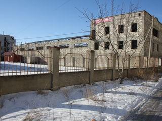 Под различные  виды деятельности. Здание находиться в спальном районе. В северной части города.