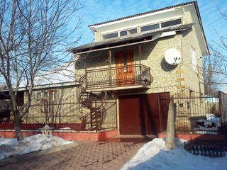 Vind;  schimb pe apartament la Chisinau sau?