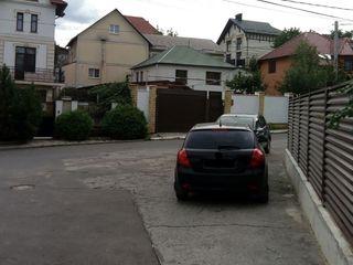 Продаётся дом дуплекс 130 кв. м жилая. общая 170 кв. на телецентре 2-этажный. 4 сотки земли.