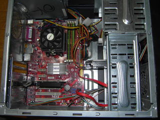 Placa de baza cu procesor si memorie.