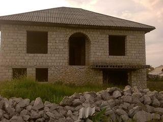 Casa in constructie de vinzare