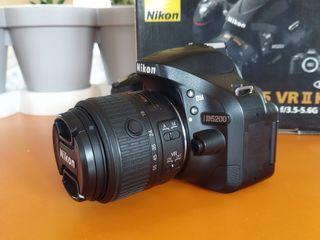 Se vinde fotoaparat Nikon D5200!