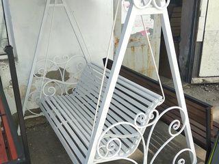 Скамейки, лавки, столы, качели, мангалы, вешалки, стулья для установки на дачах, в парках и скверах.