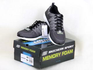 Adidasi noi Skechers, adusi din Europa. Marimea este 44, dar merg mai mult la 43