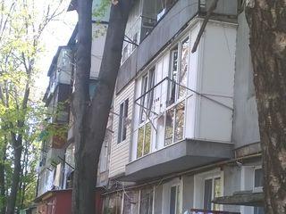 Apartament cu 3 camere ,euroreparatie si cu mobila .