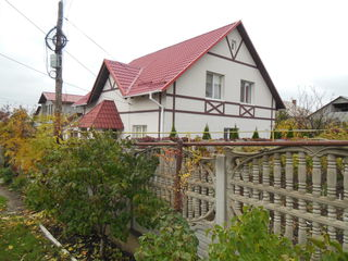 Отличный 2- этажный котельцовый  дом  в Дурлештах.