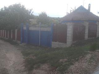 Vind casa in satul siret