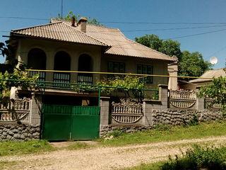 Продается дом с удобствами мебелью и приусадебным хозяйством.