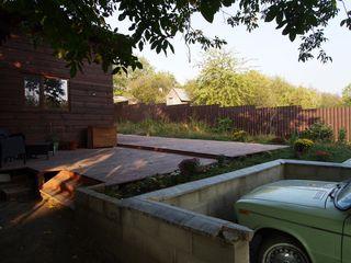 Сдается деревянный дом возле леса с террасой.