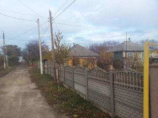 Продается дом в городе Дрокия.Есть газ,свет,телефон,кабельноеТВ,вода,канализация. Casa or. Drochia.