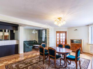 Vânzare 4 odăi, Centru, bd. Ştefan cel Mare, 78900 €