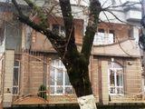 Тома Чорбэ 18 Центр сдаю 3-х уровневый  дом   420м2. 4 сотки = 2998 €/месяц