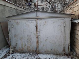 Se vinde garaj fara loc. Nu este sudat. Se desface pe bucati.