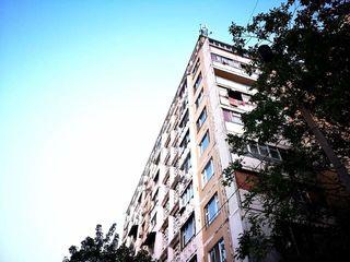 Apartament cu 1 camera + debara pe etaj la SUPER PRET! Riscani!